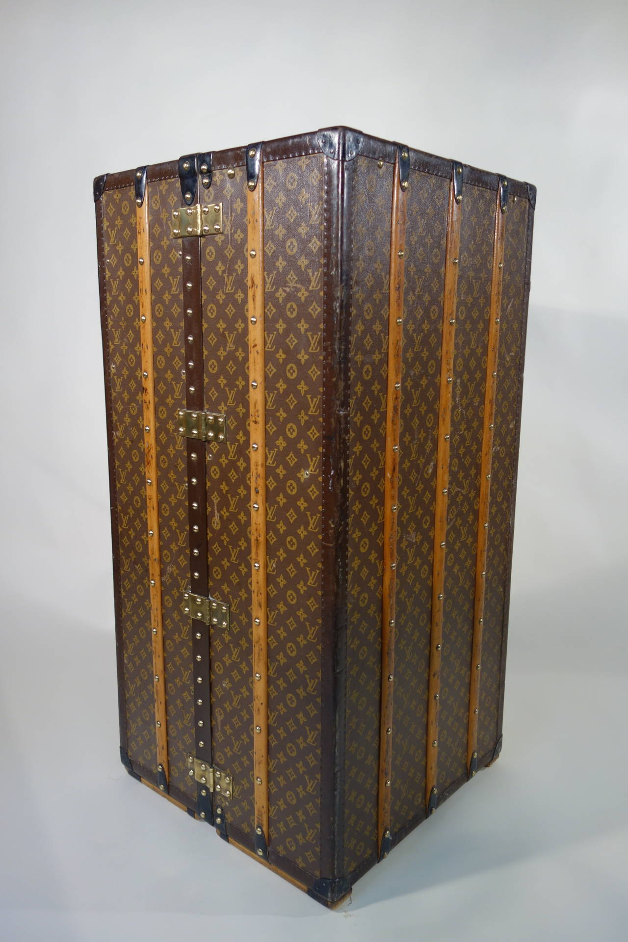 1930s louis vuitton wardrobe trunk or malle armoire at 1stdibs. Black Bedroom Furniture Sets. Home Design Ideas