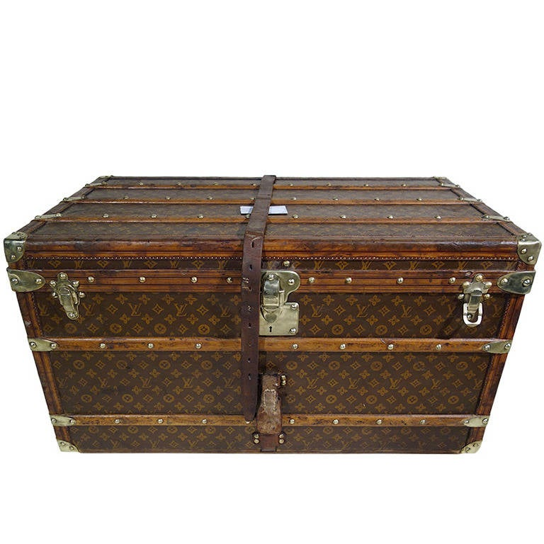 louis vuitton steamer trunk or malle courrier at 1stdibs. Black Bedroom Furniture Sets. Home Design Ideas
