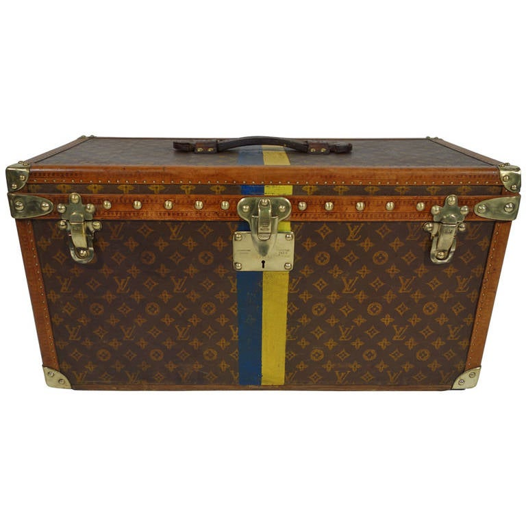 louis vuitton shoes trunk 1909 1914 malle at 1stdibs. Black Bedroom Furniture Sets. Home Design Ideas