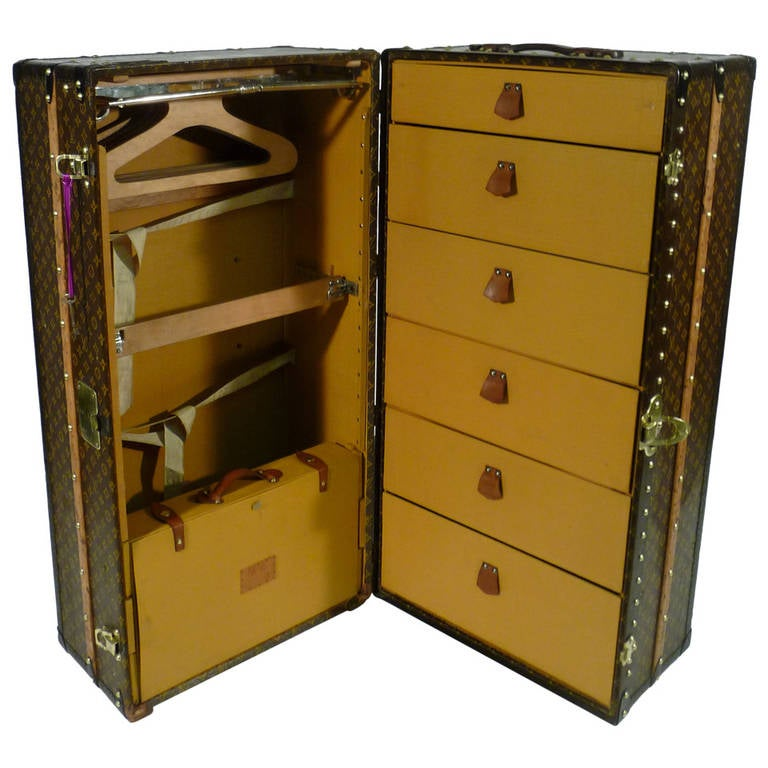 louis vuitton wardrobe trunk with key circa 1930s malle. Black Bedroom Furniture Sets. Home Design Ideas