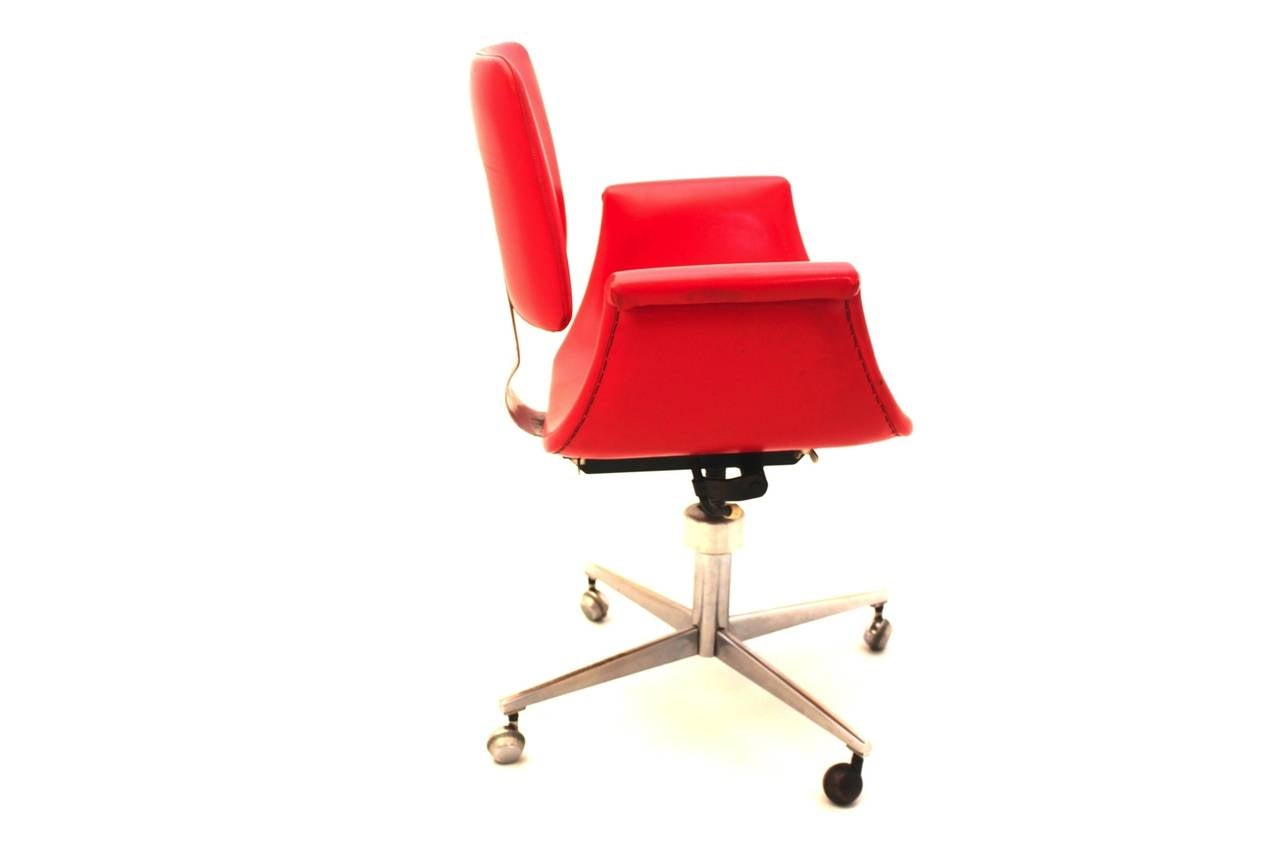 Metal Mid-Century Modern Red Vintage Swivel Desk Chair, Italy, 1950 For Sale