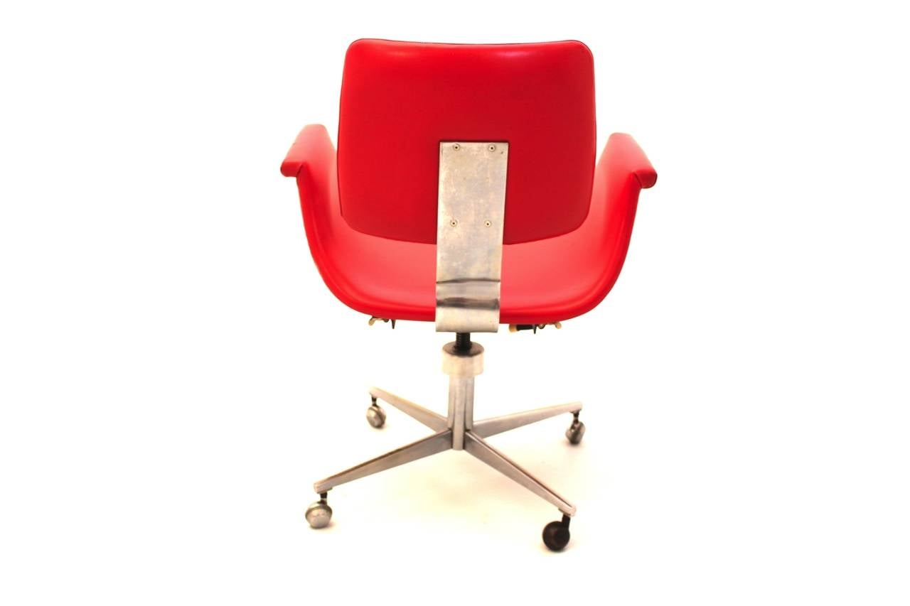Mid-Century Modern Red Vintage Swivel Desk Chair, Italy, 1950 For Sale 2