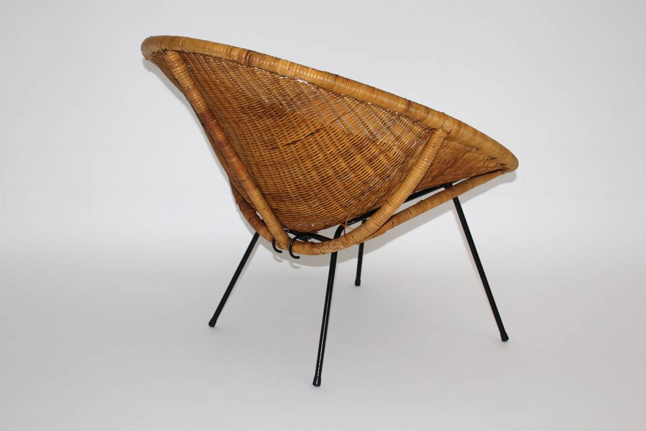 Mid Century Modern Vintage  Rattan Club Chair France 1950s In Good Condition For Sale In Vienna, AT