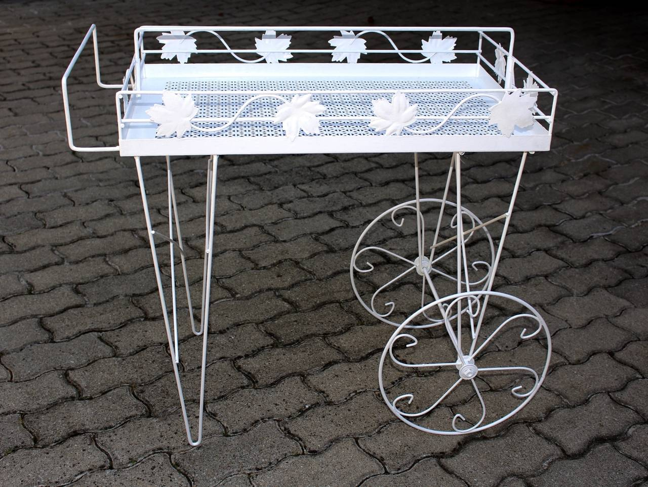 Lacquered Mid Century Modern White Vintage Metal Bar Cart or Serving Table 1950s Italy For Sale
