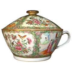 19th century Rose Medallion Chinese Export Covered Chamber Pot