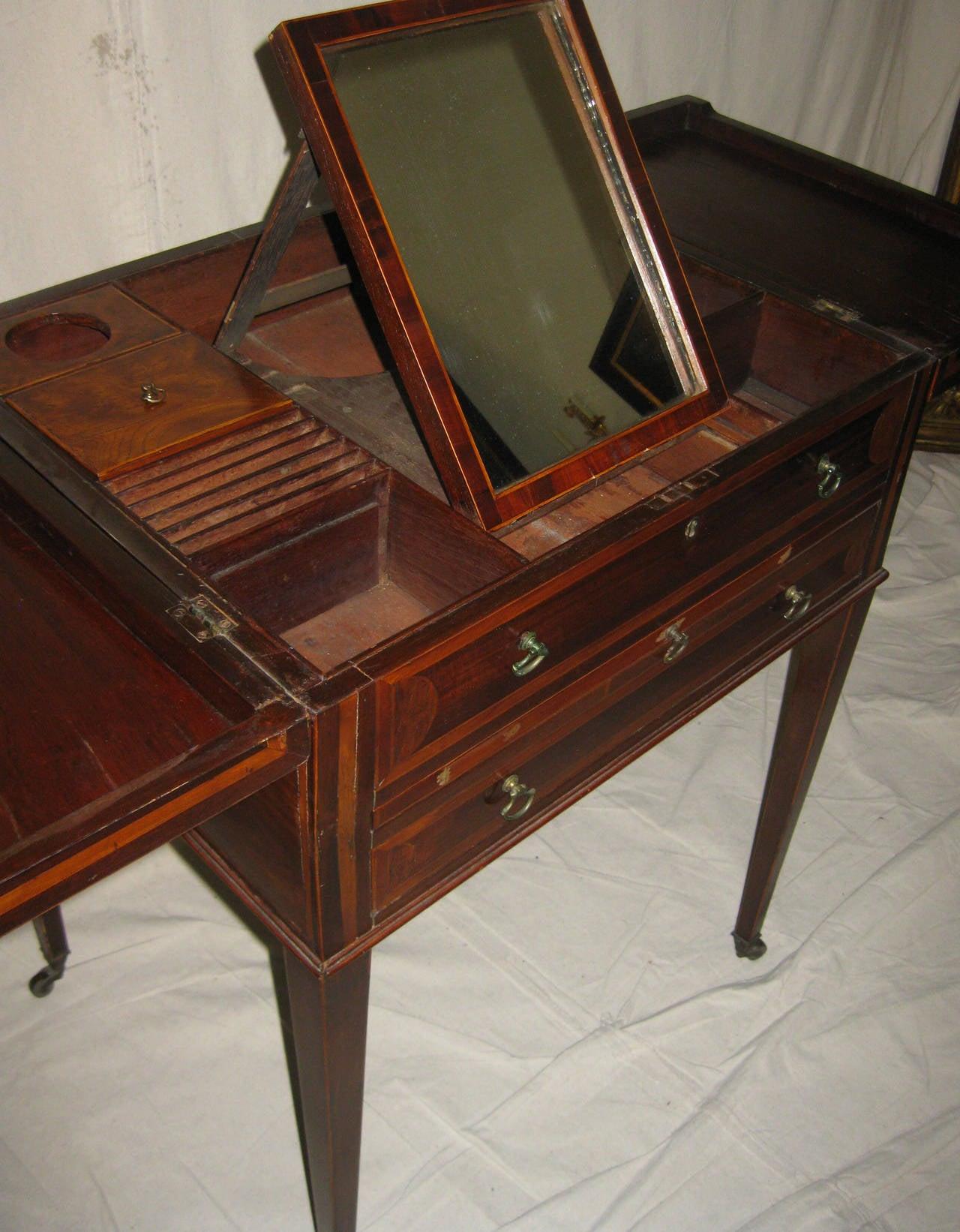 Mirror 19th century Georgian Mahogany Dressing Table For Sale