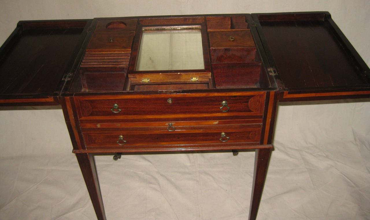 English 19th century Georgian Mahogany Dressing Table For Sale