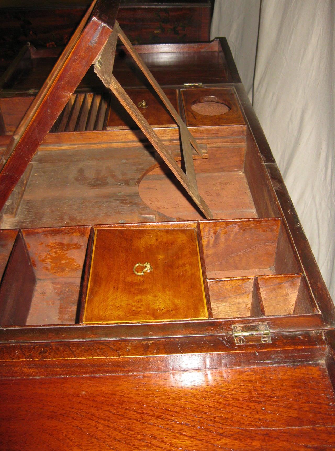 Early 19th Century 19th century Georgian Mahogany Dressing Table For Sale