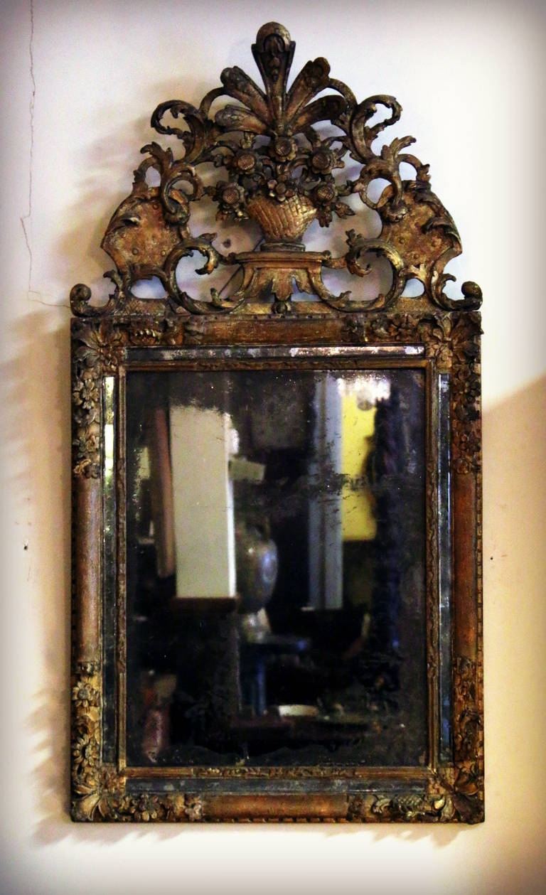 Early 18th Century French Baroque Gilt Mirror For Sale At