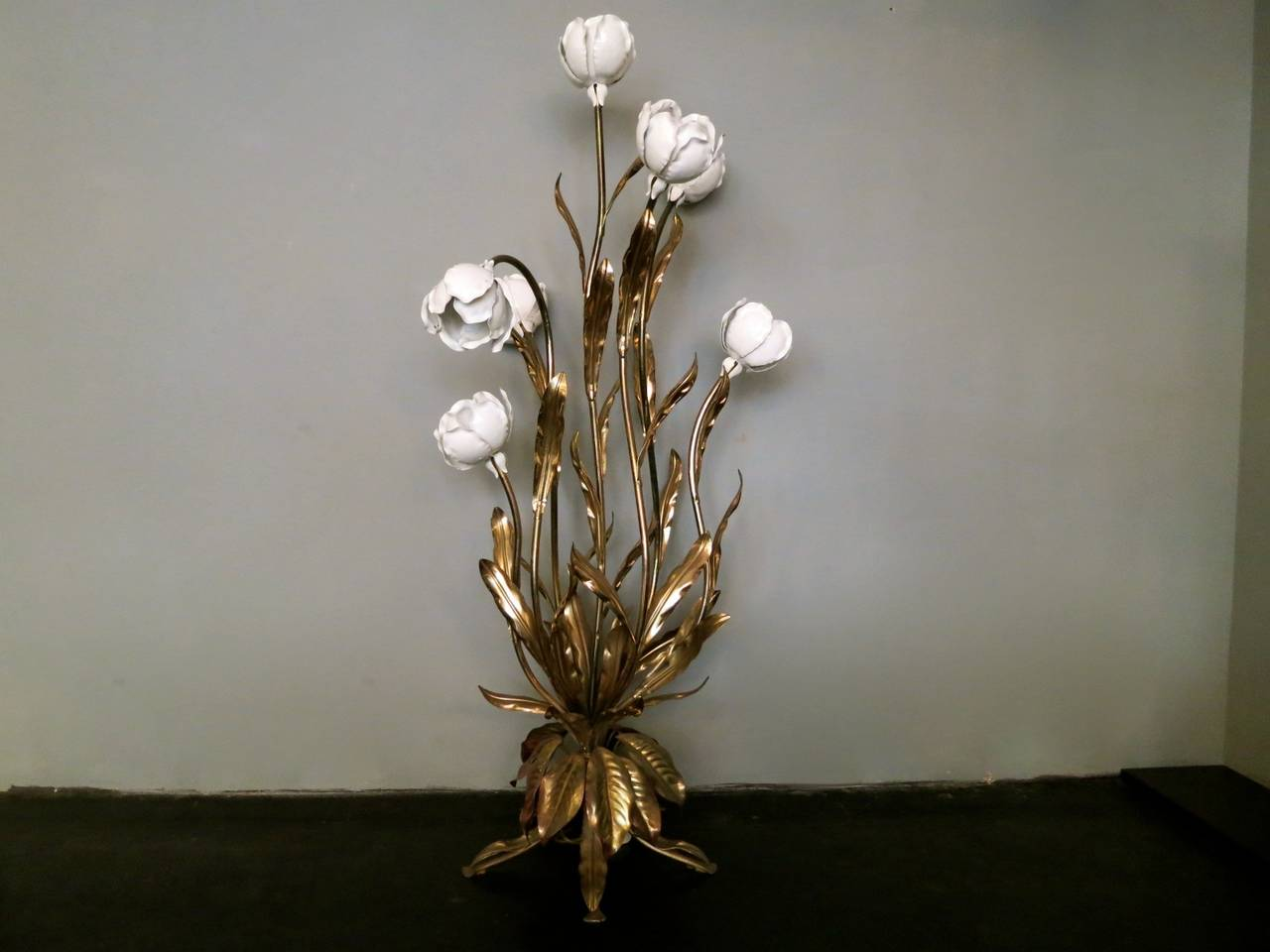 Italian flower floor lamp at 1stdibs for Large flower floor lamp