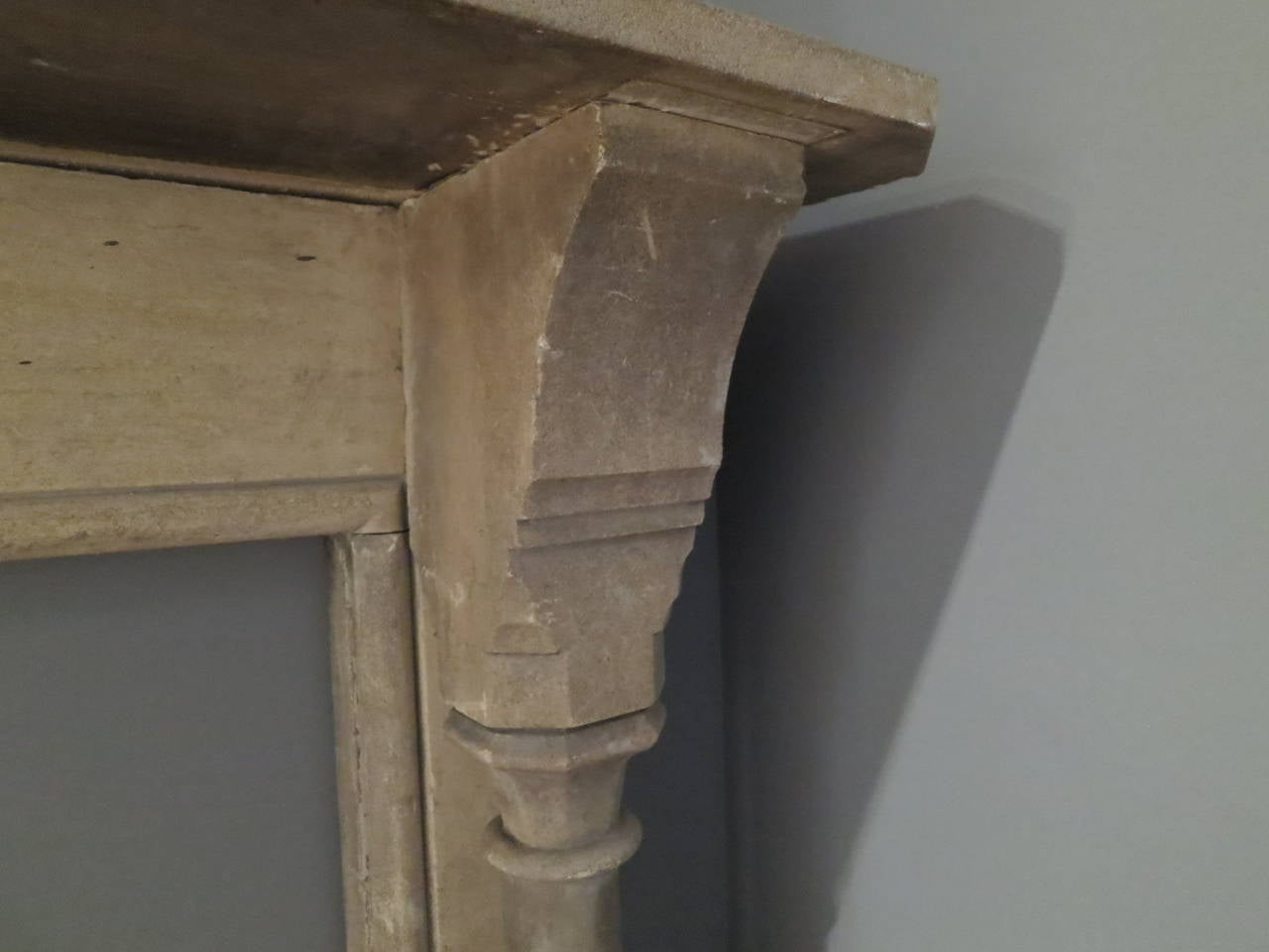 19th Century English Gothic Stone Fireplace Mantel In Good Condition For Sale In London, GB
