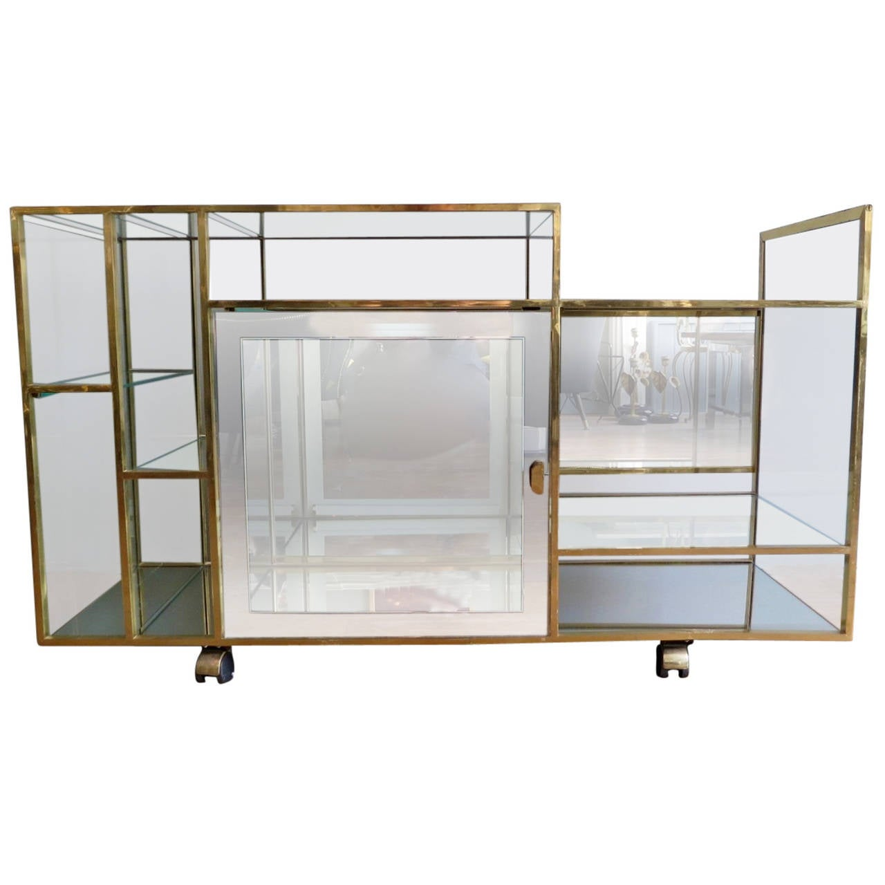 Italian brass and glass vitrine or cabinet at 1stdibs for Sideboard vitrine