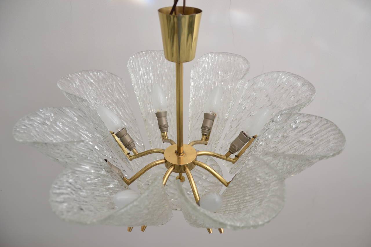Mid-Century Modern Kalmar Vienna Brass Chandelier with White Textured Glass Lamp Shades For Sale