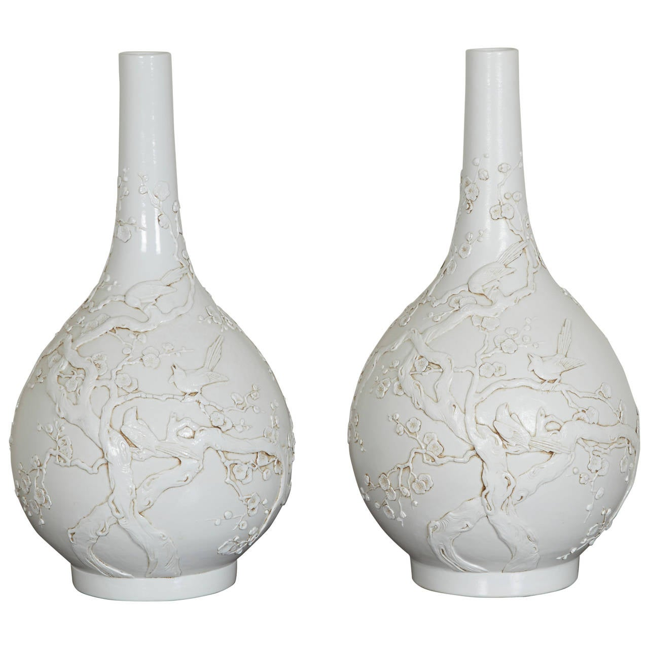 pair of chinese porcelain blanc de chine vases for sale at 1stdibs. Black Bedroom Furniture Sets. Home Design Ideas