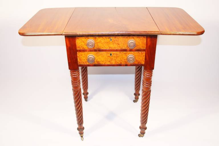 19th Century Sheraton Mahogany Work Table with Birdseye Maple Drawers In Excellent Condition For Sale In Woodbury, CT