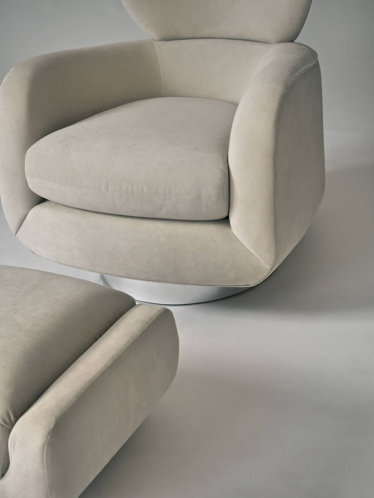 Vladimir Kagan Swivel Lounge Chair and Ottoman 4