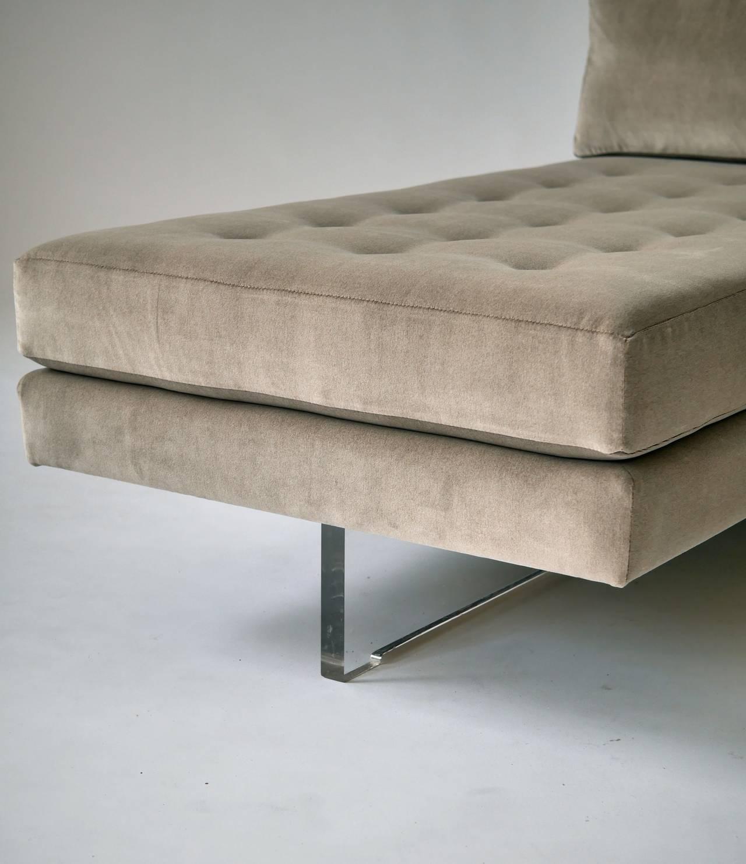 petite vladimir kagan omnibus chaise longues at 1stdibs. Black Bedroom Furniture Sets. Home Design Ideas