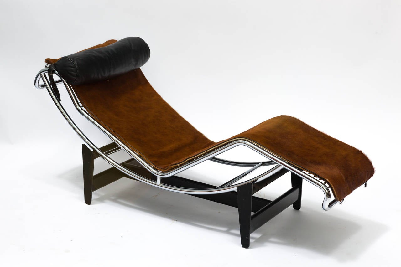 le corbusier lc4 chaise longue chair in cowhide at 1stdibs. Black Bedroom Furniture Sets. Home Design Ideas