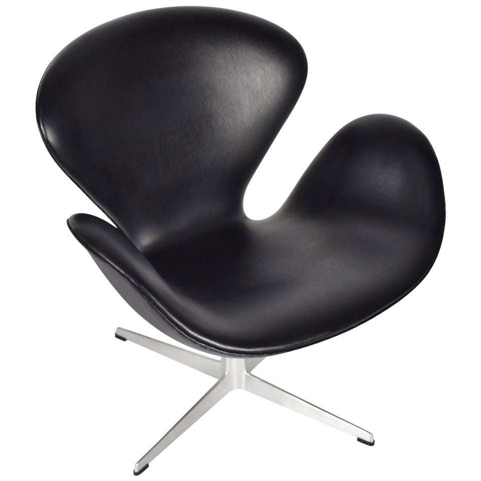 This arne jacobsen swan chair in cognac leather by fritz hansen is no - Arne Jacobsen Swan Chair In Black Vinyl By Fritz Hansen 1