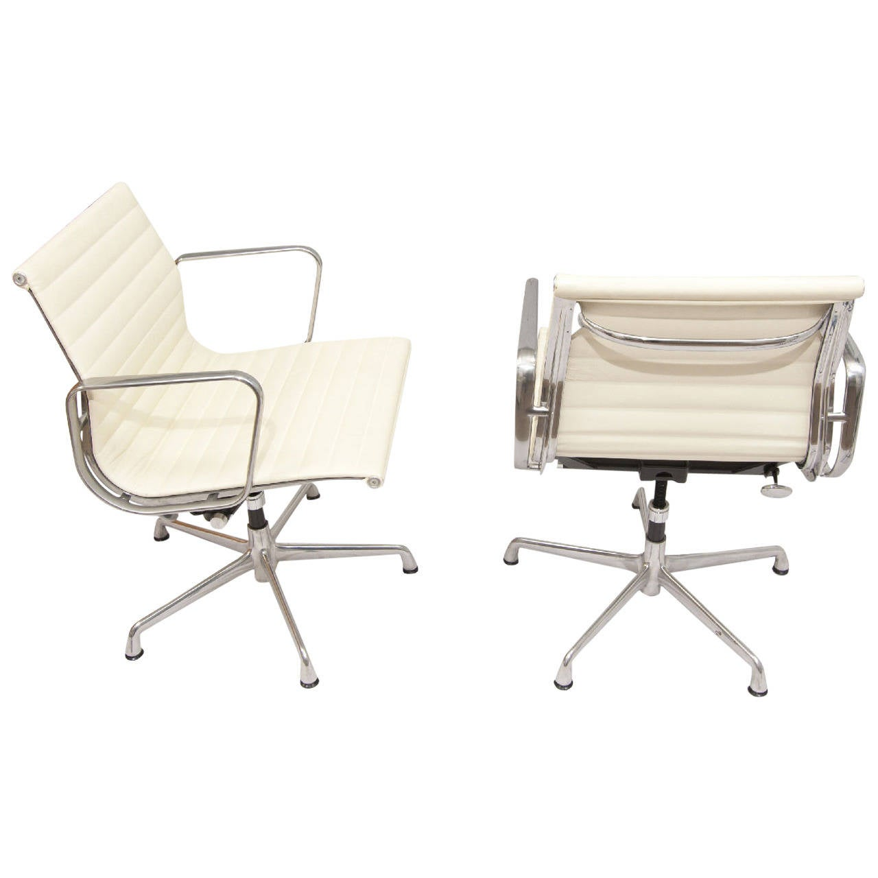 Eames aluminum group chairs for herman miller at 1stdibs for Herman miller eames aluminum group management chair