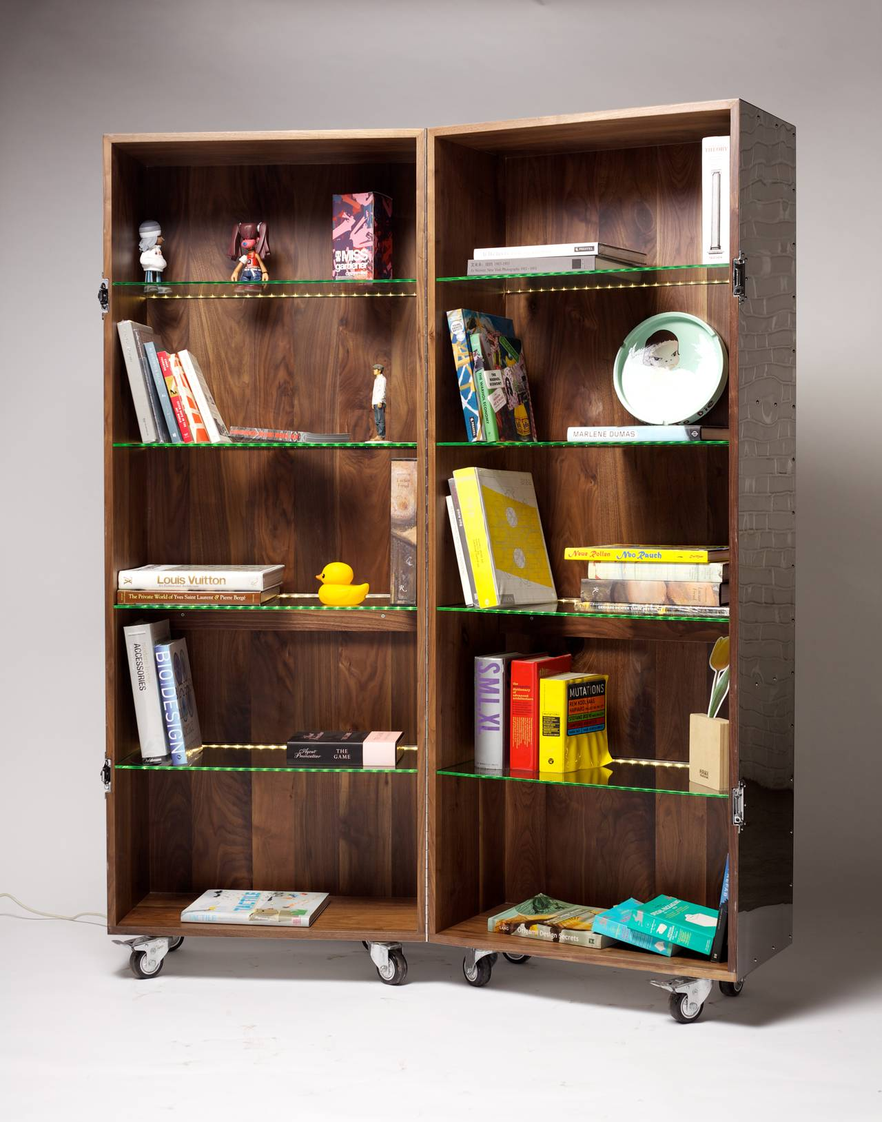 Expandable Mobile Bookshelf in Mirror Finish Stainless Steel by Li Naihan 3 - Expandable Mobile Bookshelf In Mirror Finish Stainless Steel By Li