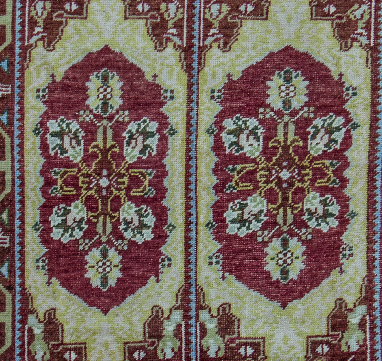Charming Turkish Ushak Handmade Oriental Rug For Sale At