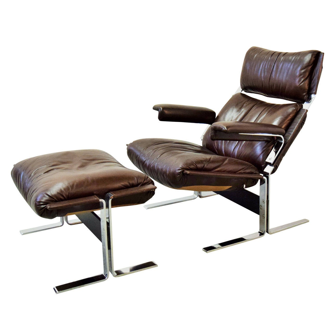 leather lounge chair and ottoman by kipp stewart at 1stdibs. Black Bedroom Furniture Sets. Home Design Ideas