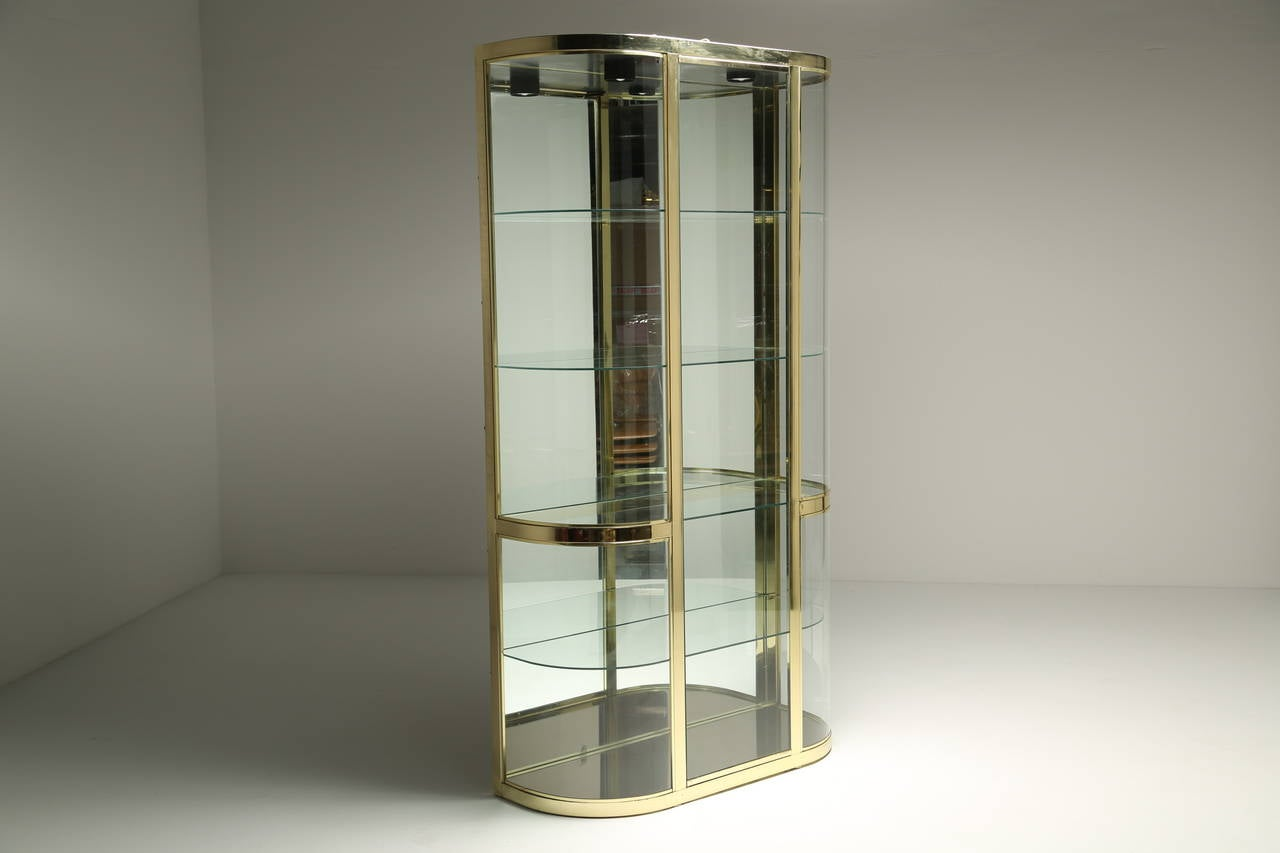 Curved glass and brass dia vitrine display cabinet at 1stdibs for Sideboard vitrine