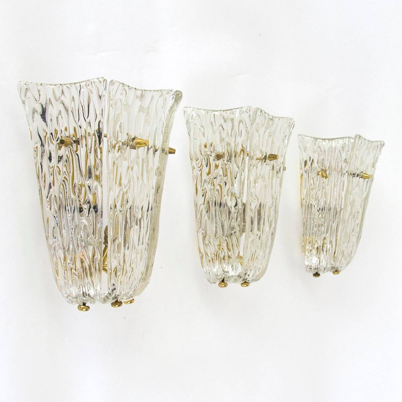 One of Three Textured Glass And Brass Wall Sconces by J.T. Kalmar, 1950s In Excellent Condition For Sale In Graz, AT