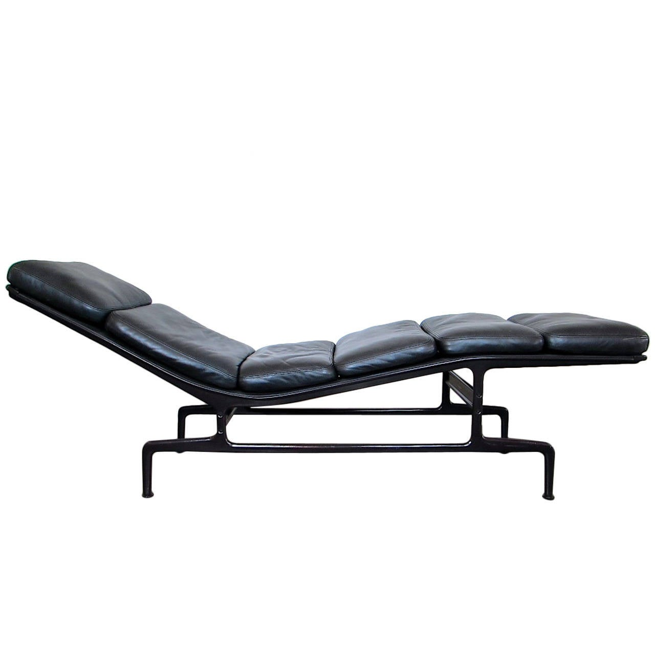 eames chaise for herman miller at 1stdibs. Black Bedroom Furniture Sets. Home Design Ideas