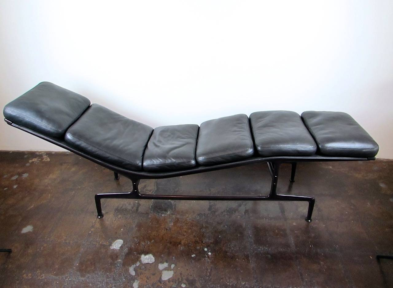 Eames chaise for herman miller at 1stdibs - Chaise herman miller ...