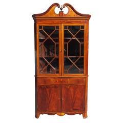 Elegant American Mahogany Satinwood Inlaid Corner Cupboard,  Va , Circa 1800