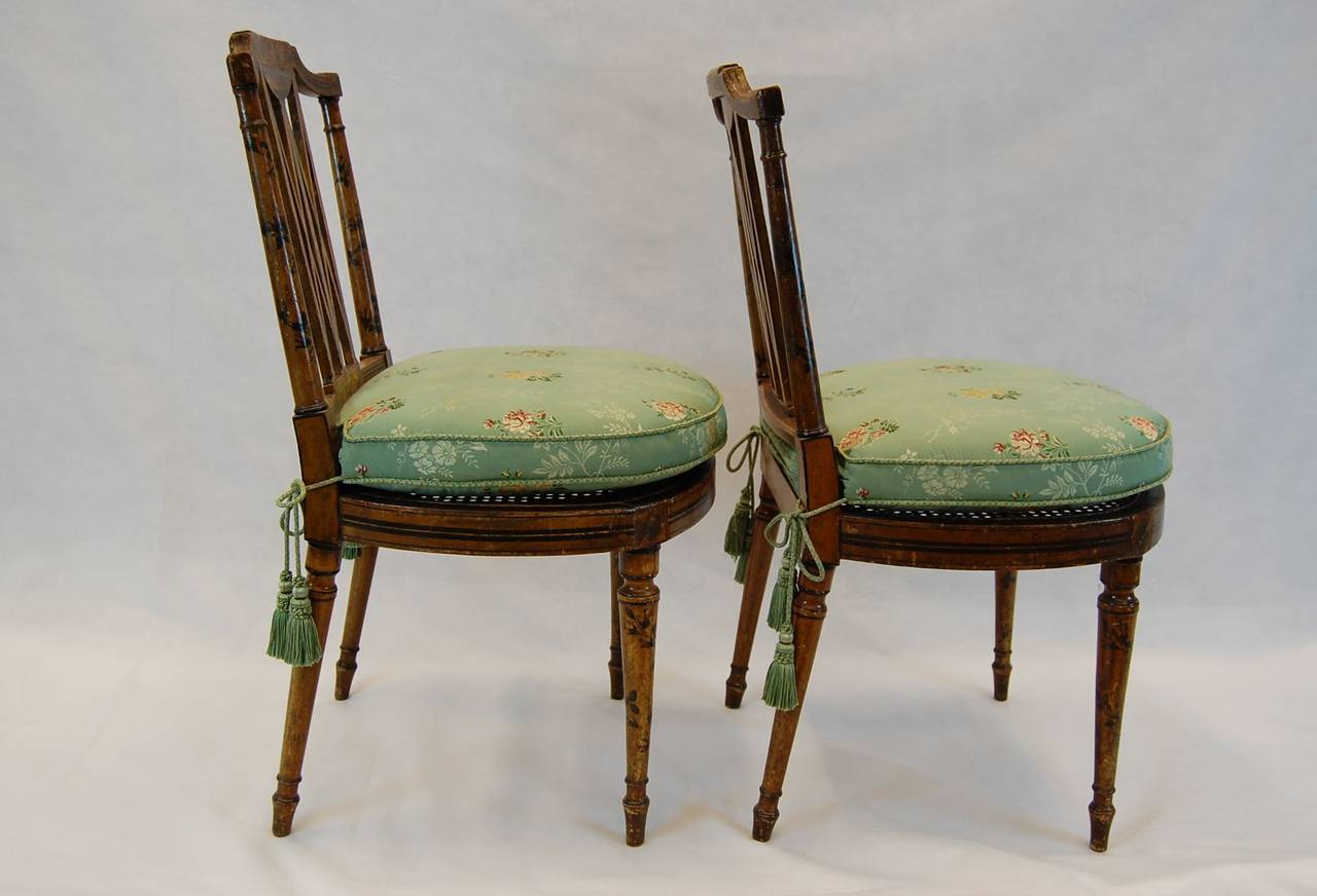 Merveilleux British Pair Of 19th Century English Chairs With Cane Seats For Sale