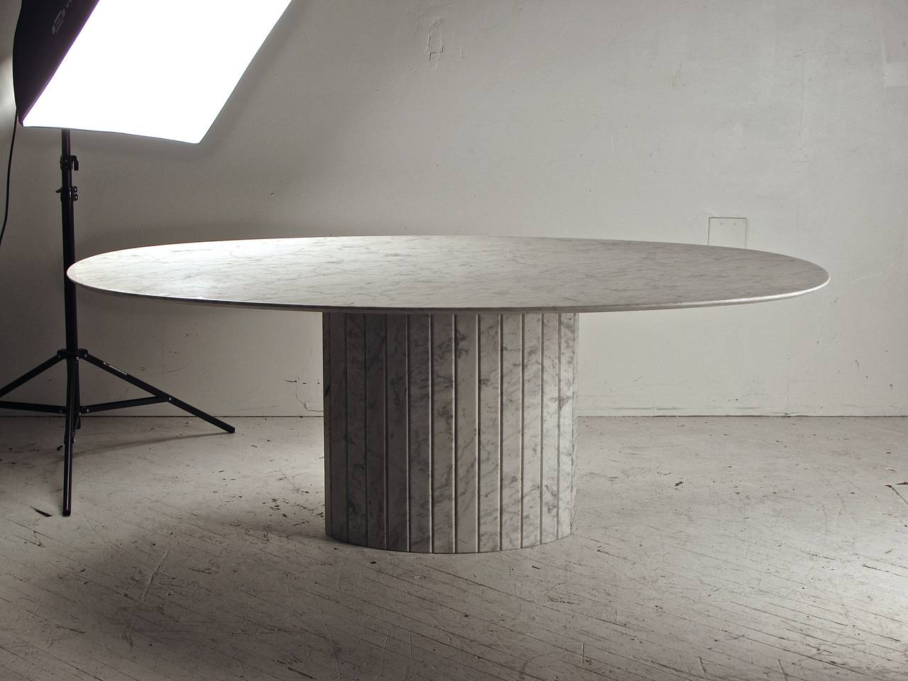 oval knife edge carrara marble dining table italy circa 1970 at 1stdibs. Black Bedroom Furniture Sets. Home Design Ideas