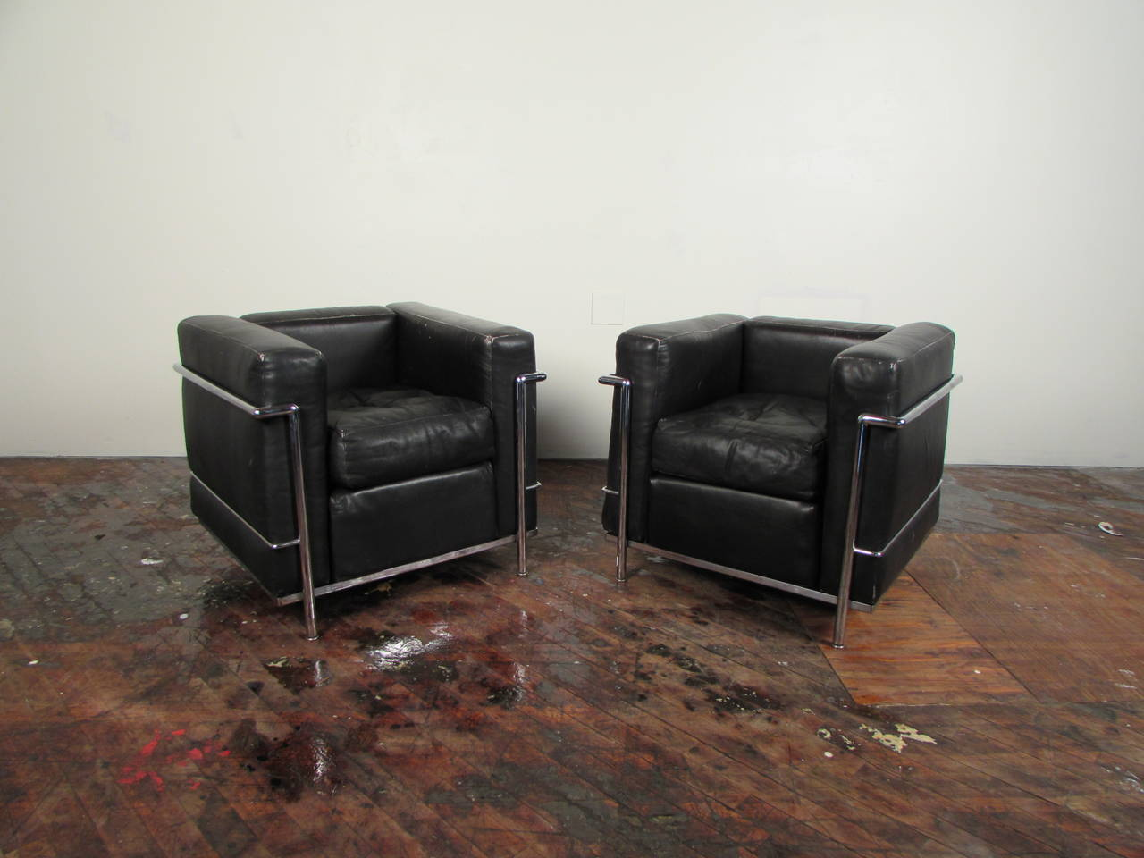 Pair of iconic le corbusier lc2 lepetit 1960s cassina - Canape lc2 le corbusier ...