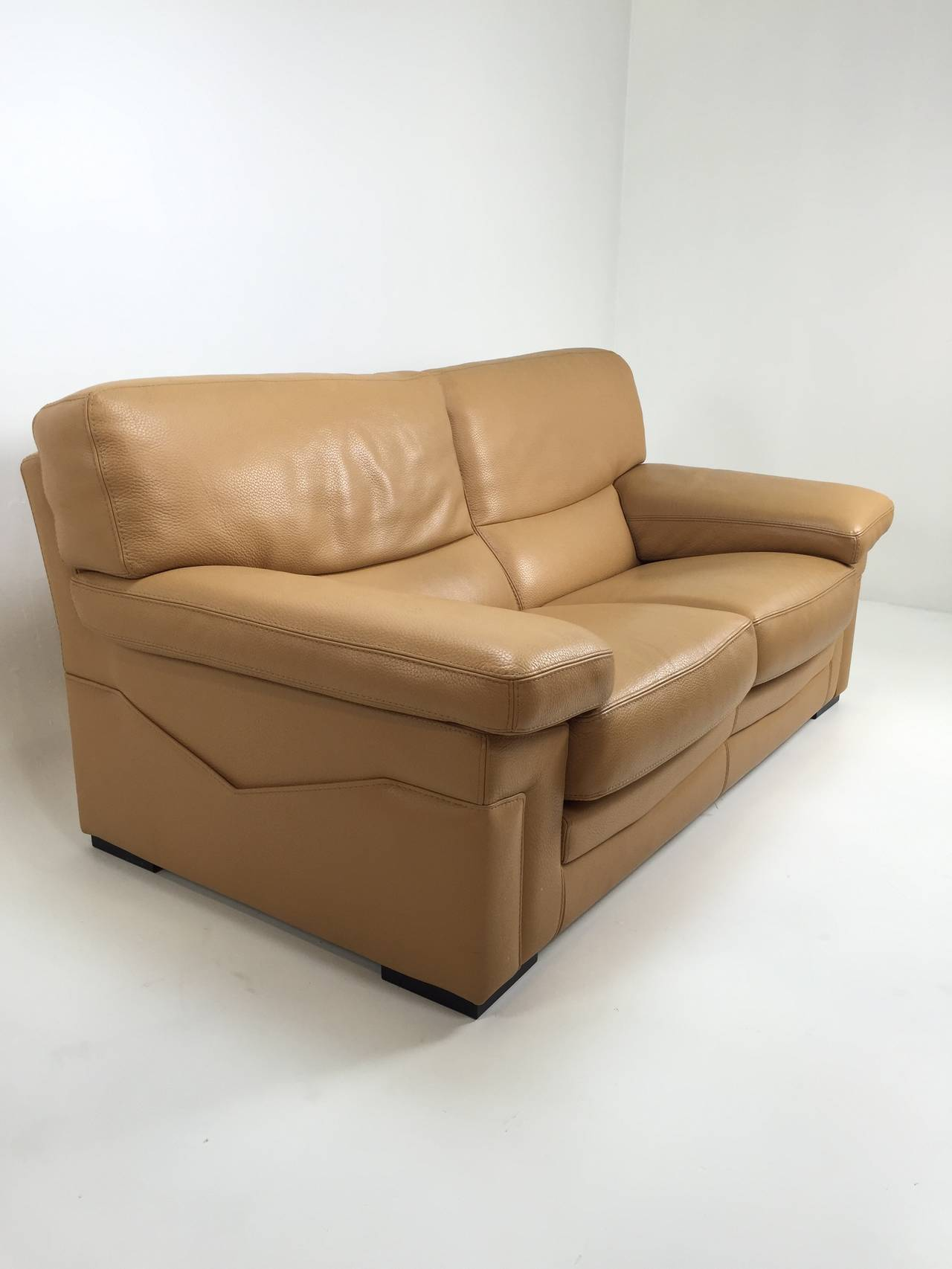 Pair of roche bobois sofas in caramel leather at 1stdibs for Chaise longue roche bobois