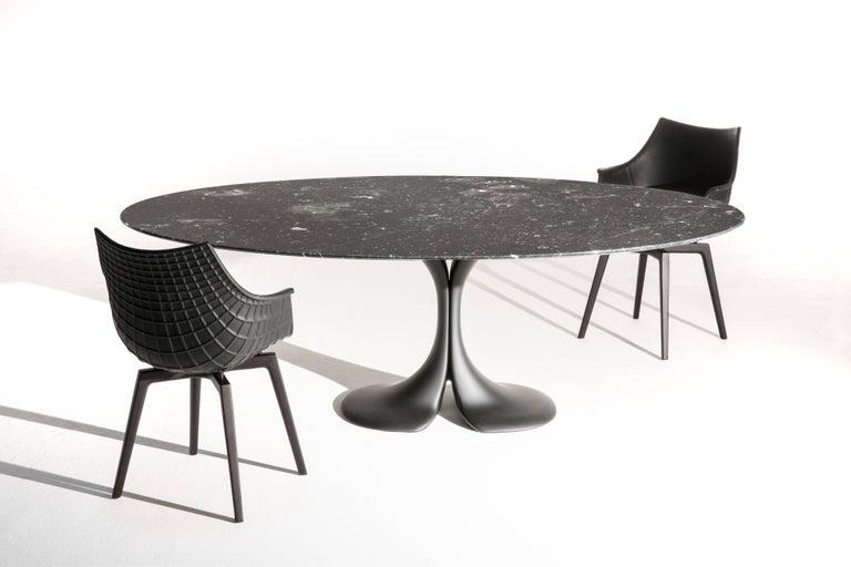 On its 50th anniversary, Driade modifies the design of an iconic table, for which, in its original version, Antonia Astoria had balanced the elegant minimalism of the top with a sculptural base made of a material just as malleable as it was