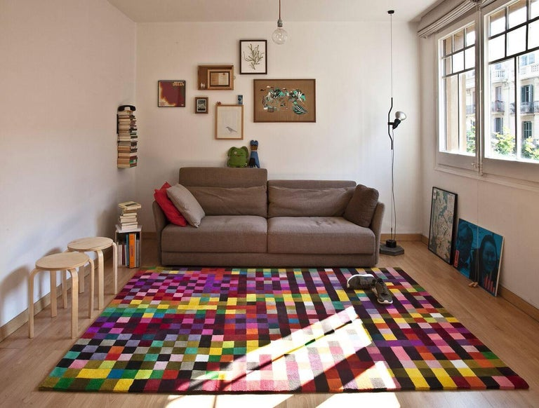 The decomposition of color. Graphic artist Zuzunaga works with the decomposition of color through pixels, a technique he has applied to sofas, cushions, t-shirts and more.