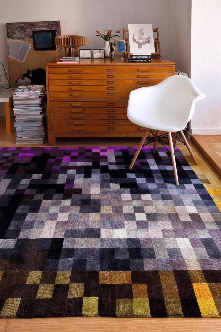 The decomposition of color. Graphic artist Zuzunaga works with the decomposition of color through pixels, a technique he has applied to sofas, cushions, t-shirts and more.  With the Digit collection, Zuzunaga applies his special vision to two rugs