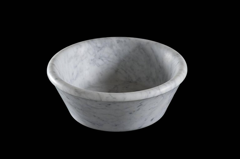 A classic vessel basin in beautiful natural stone which can be placed on the surface of your choice, Bacinella's gentle curves blend beautifully with any bathroom environment.  Available in Bianco Carrara, Crema d'Orcia, Gris du Marais, Light