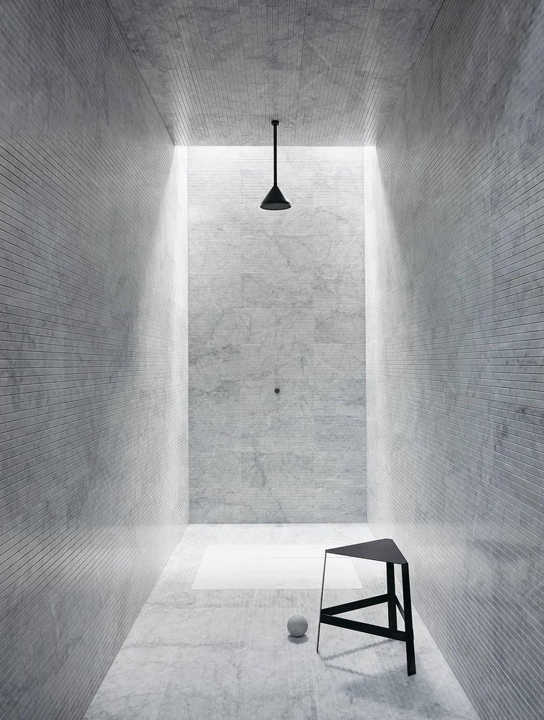 Italian Salvatori Filo Flush 3 / 100 Shower Tray in Sandblasted Bianco Carrara Marble For Sale