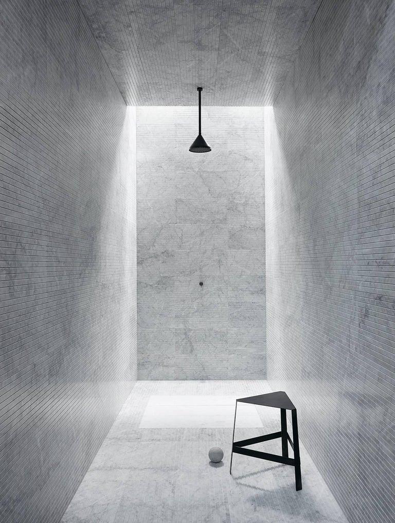 Modern Salvatori Filo Flush 4 / 80 Shower Tray in Sandblasted Bianca Carrara Marble For Sale