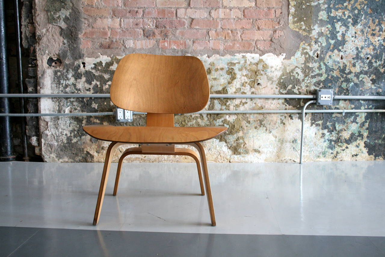 'Lounge Chair Wood' LCW by Charles Eames for Herman Miller   USA 1950's In Good Condition For Sale In Chicago, IL
