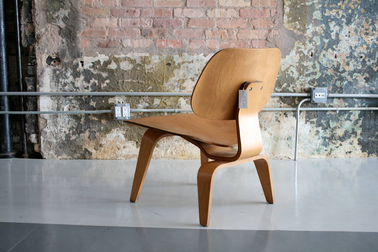American 'Lounge Chair Wood' LCW by Charles Eames for Herman Miller   USA 1950's For Sale