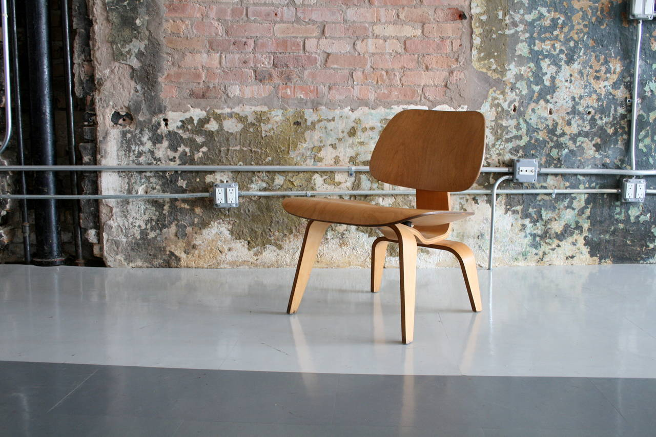 Mid-Century Modern 'Lounge Chair Wood' LCW by Charles Eames for Herman Miller   USA 1950's For Sale