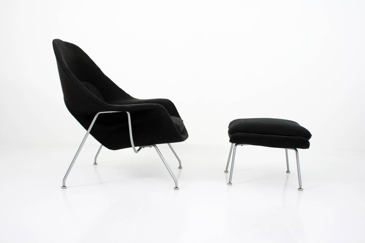 Eero Saarinen Womb Chair and Ottoman in Grey Knoll Cato Fabric In Excellent Condition In Chicago, IL