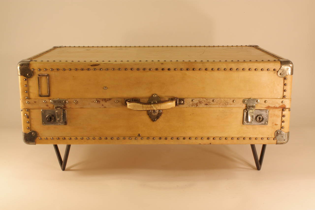 Charmant Antique Parchment Suitcase Coffee Table