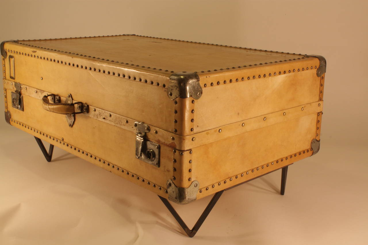 Antique Parchment Suitcase Coffee Table In Good Condition In Barcelona, ES