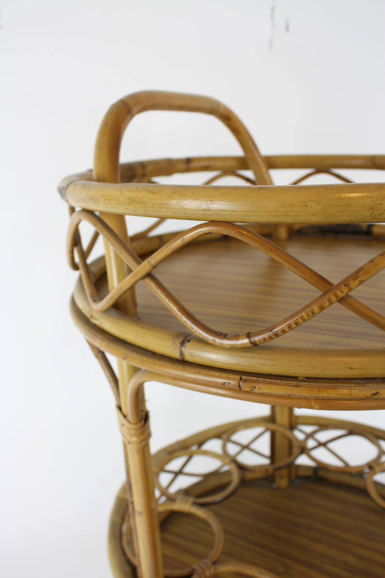 Spanish Round Bamboo Bar Cart In Excellent Condition For Sale In Barcelona, ES