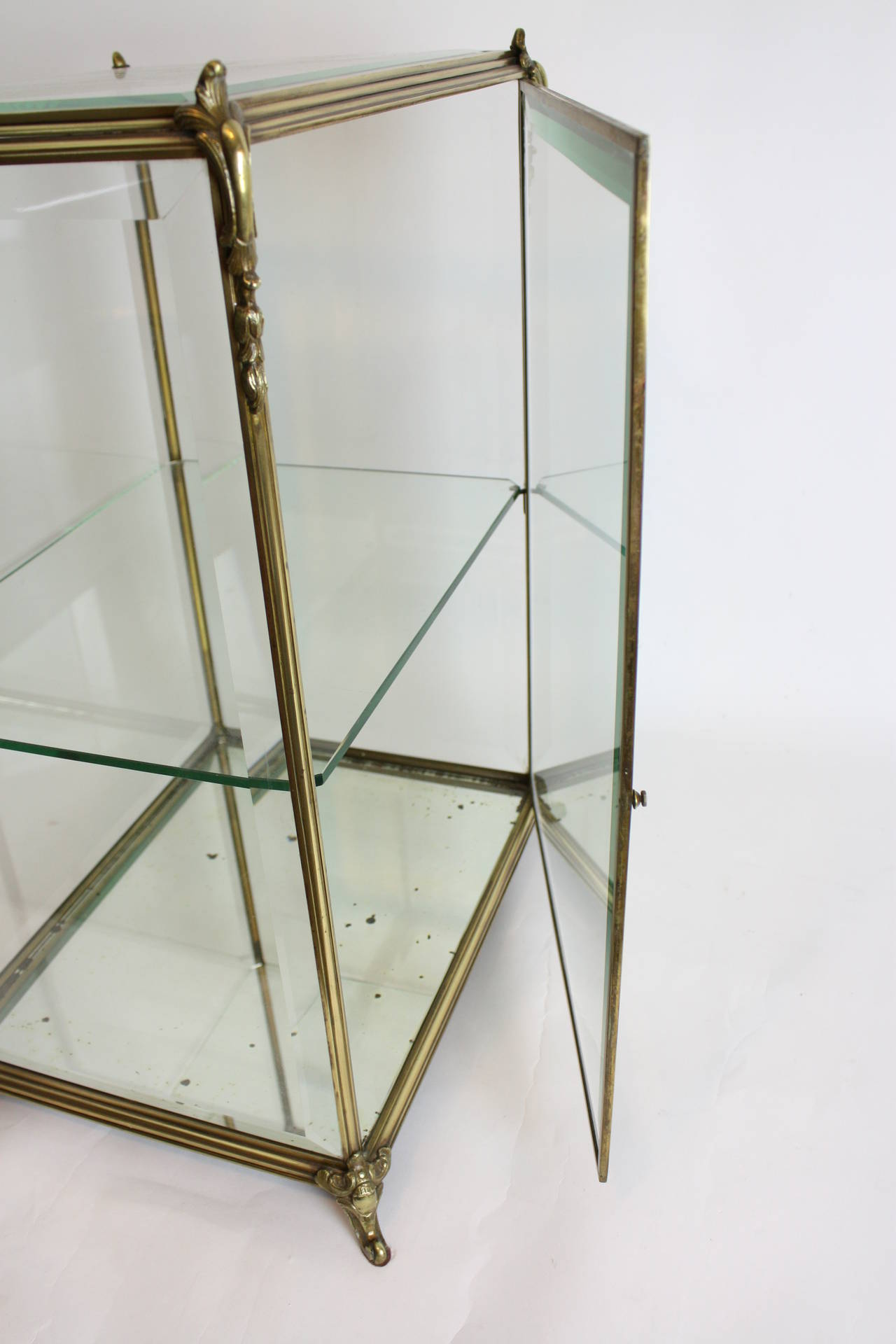 Louis XV Style Bronze and Beveled Glass Jewelry or Cakes Showcase / Vitrine For Sale 3